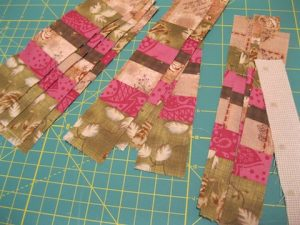 "Subcut the strips and add a 1"" strip of the light fabric"